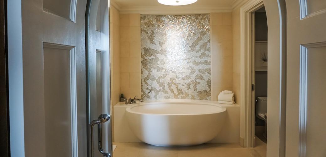 Four Seasons Orlando at Walt Disney World® Resort Deluxe Suite Bath
