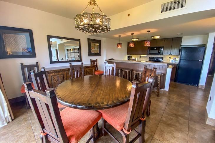 3-bedroom Grand Villa dining room