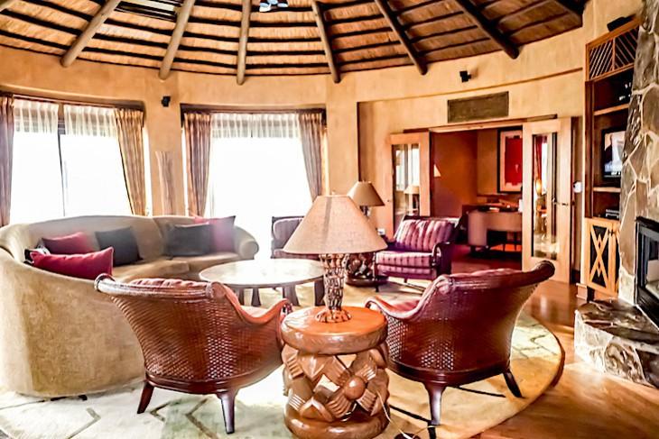 Royal Assante Presidential Suite