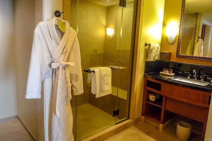 Grand Villa Guest Bath