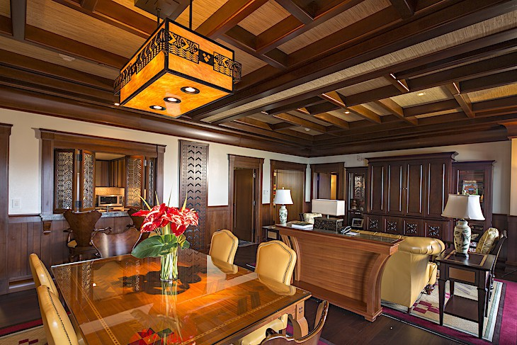 'Ahu 'Ula Presidential Suite Dining Area