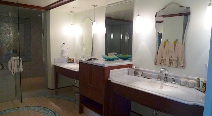 Lei Hulu V.P. Suite Master Bath