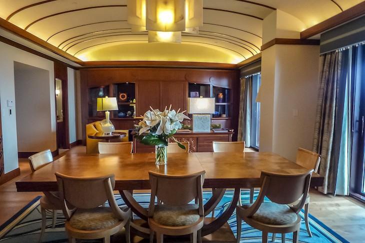Lei Hulu V.P. Suite Dining Room