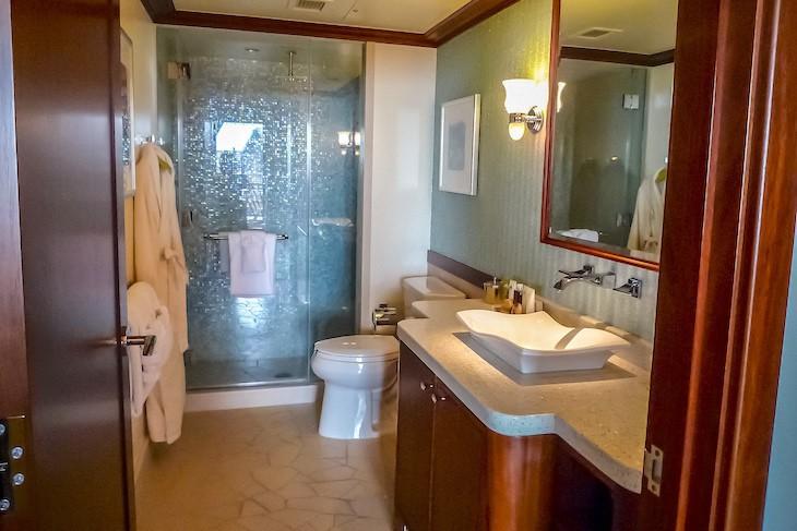 Lei Hulu V.P. Suite Half Bath