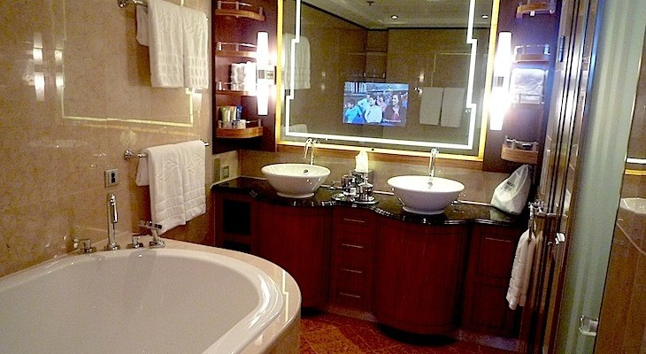 Disney Dream and Fantasy's One-bedroom Suite Master Bath