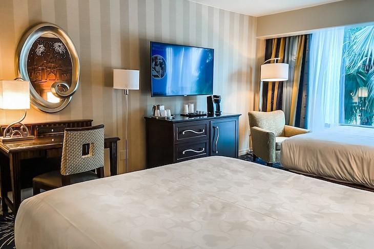 Disneyland Hotel Standard Room - Frontier Tower