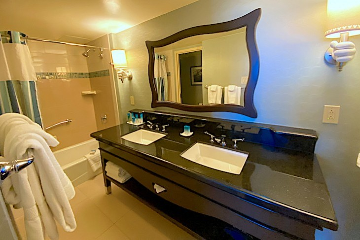 Standard Guest Room Bath - Adventure Tower