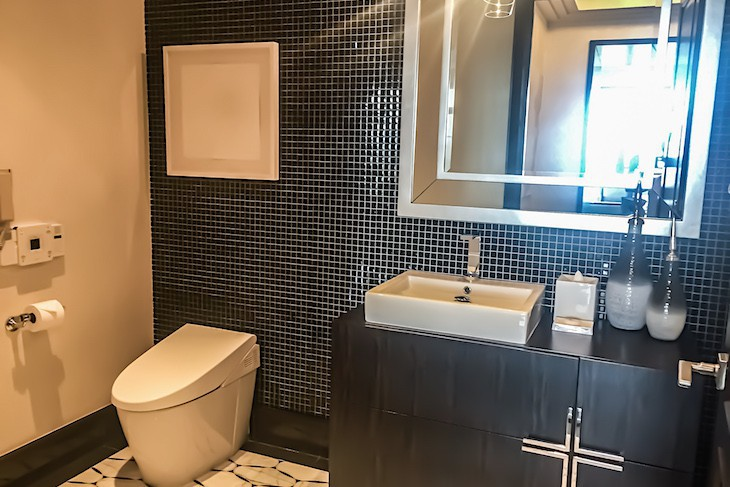 Royal Suite half bath