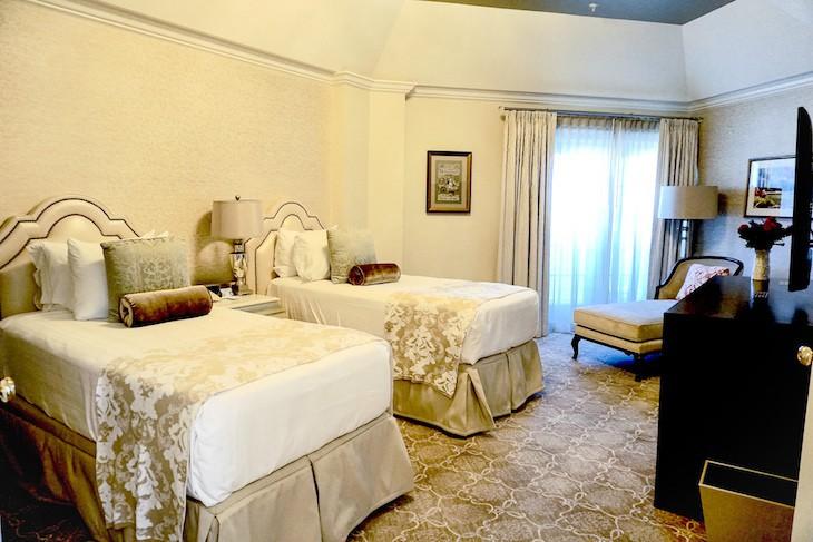 Grand Suite guest bedroom