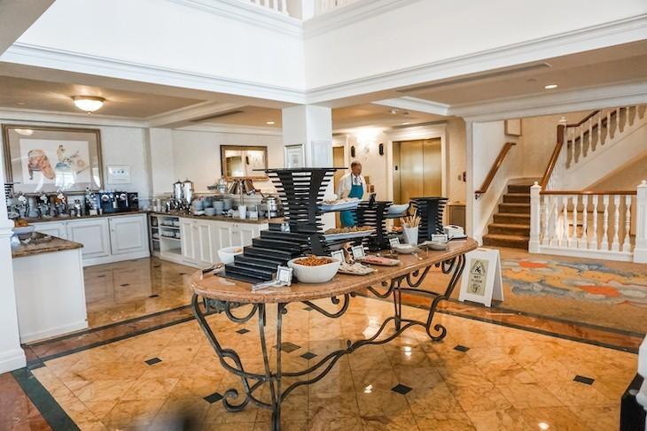 Royal Palm Club lounge