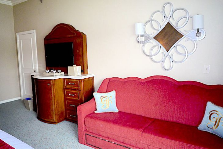Standard guest room daybed area