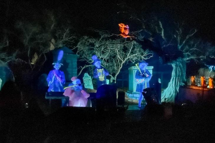 Haunted Mansion ghost graveyard