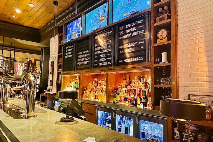 Highball & Harvest Bar/Lounge