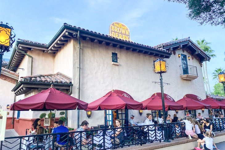 Hollywood Brown Derby Outdoor Lounge