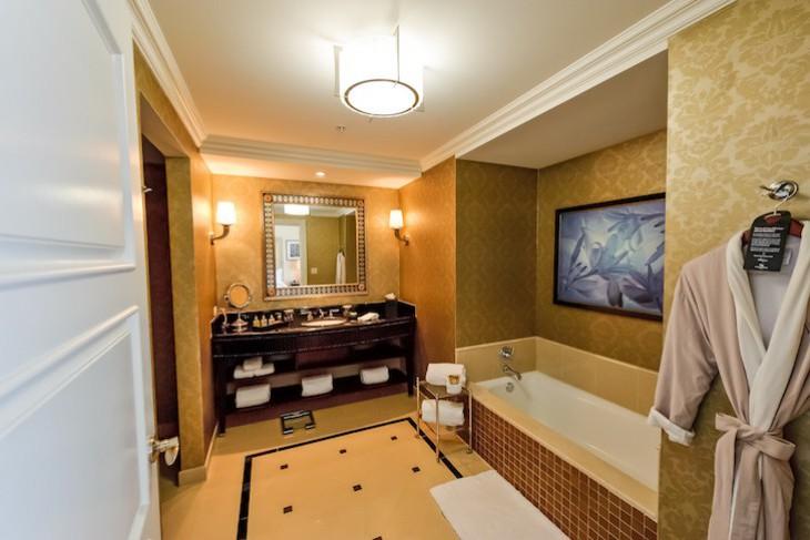 Waldorf Suite bath