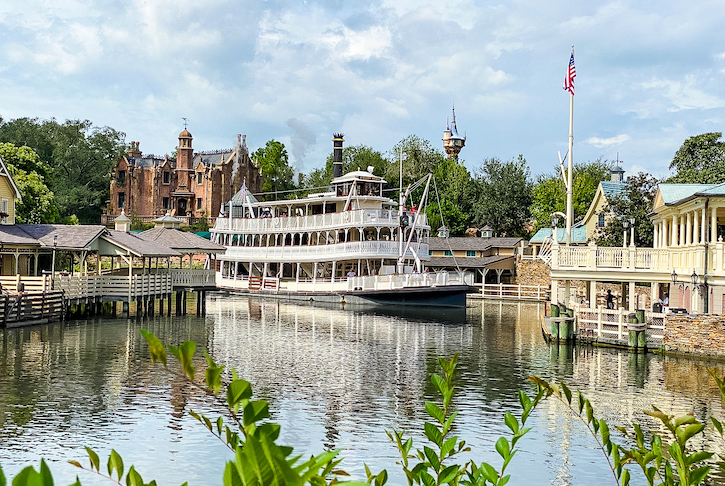 Liberty Square Riverboat rounding the bend
