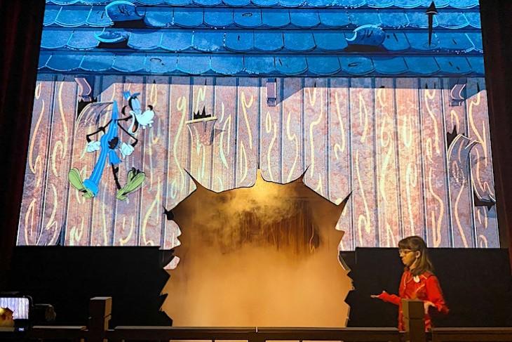 Mickey & Minnie's Runaway Railway opening scene