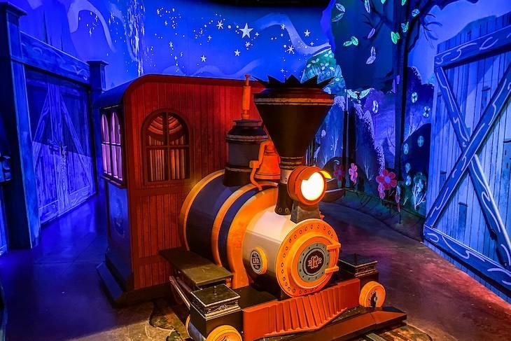 Hop aboard Mickey & Minnie's Runaway Railway