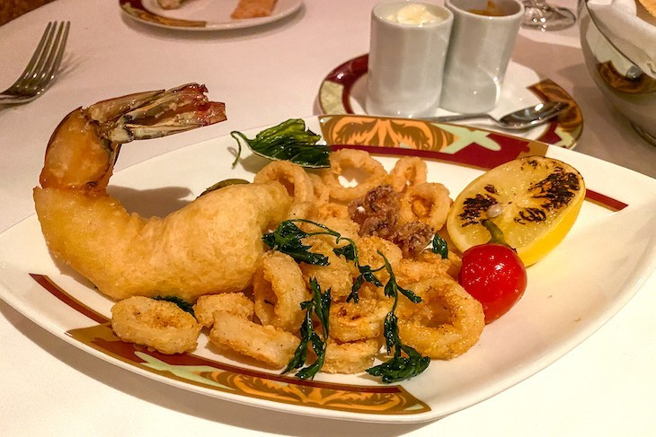 Palo fritto di calamari e gamberi