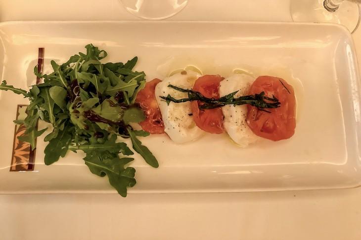 Palo tomato mozzarella caprese