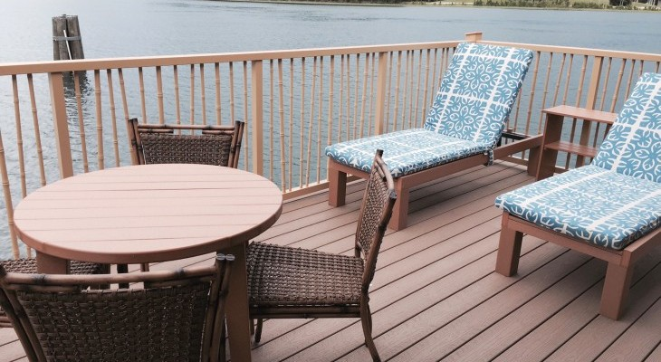 Bungalows deck