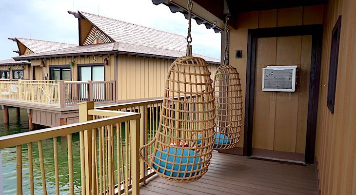 Bungalow side deck