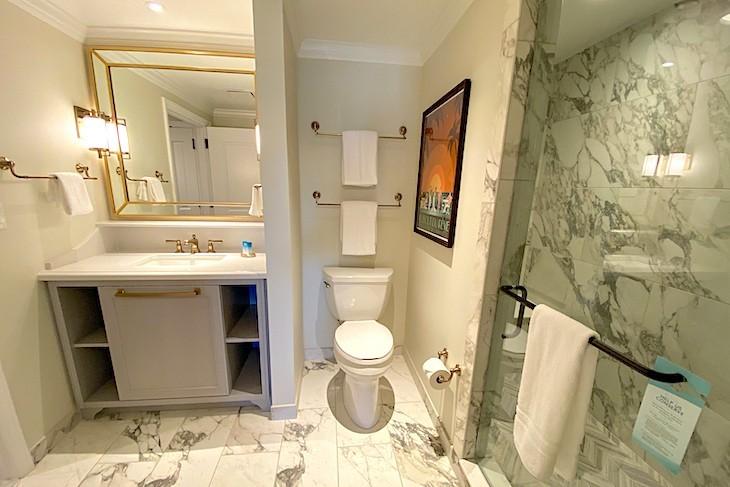One-bedroom villa bath