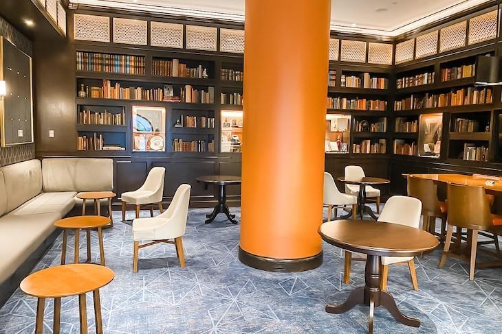 Voyageurs Lounge