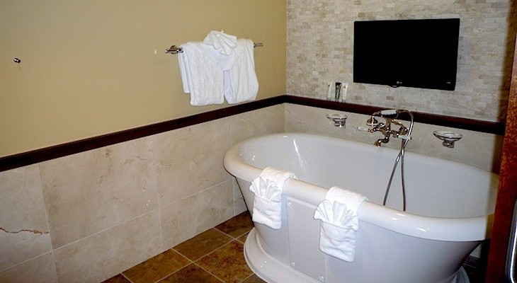 Wilderness Lodge Yellowstone Presidential Suite master bath tub