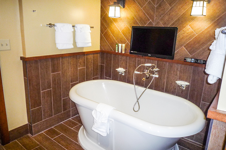 Yosemite Suite master tub