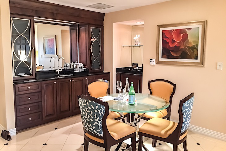 Deluxe Suite dining area
