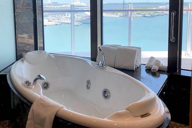 Disney Dream and Fantasy's Walt Disney Royal Suite Verandah bath