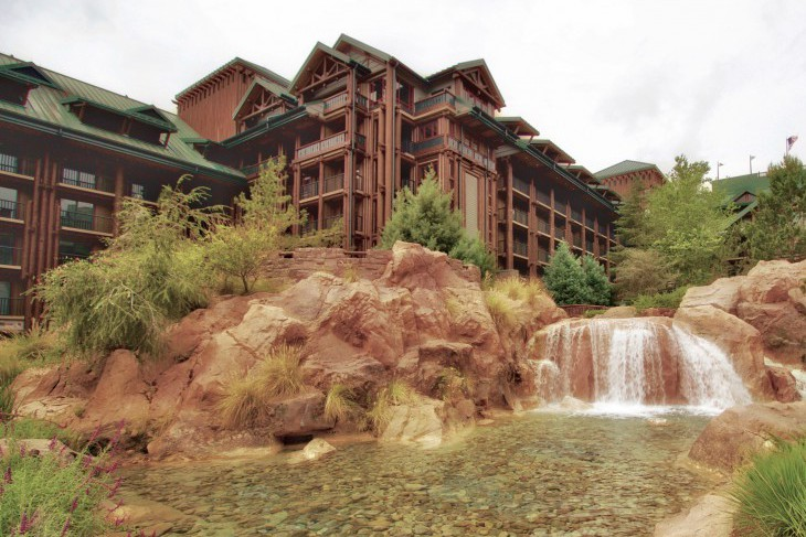 Wilderness Lodge grounds