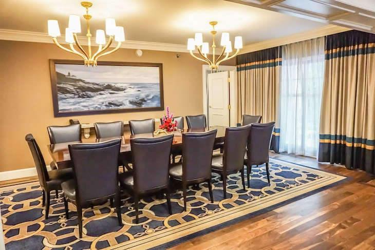Captain's Deck Suite's dining room