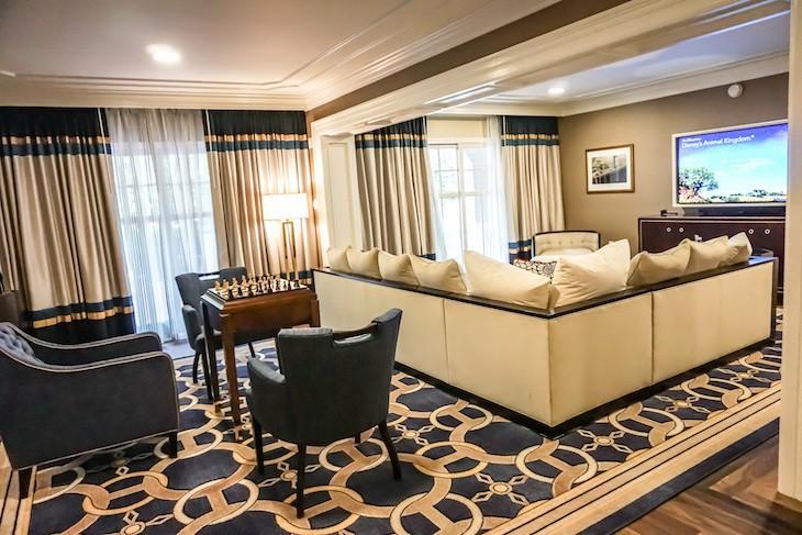 Captain Deck Suite living room