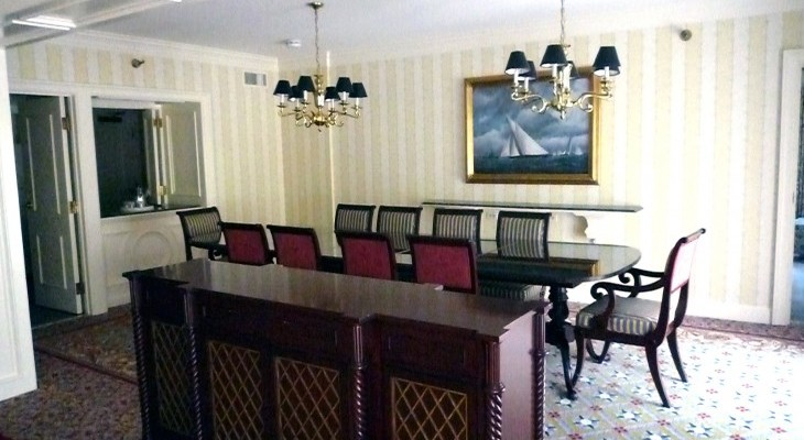 Yacht Club's Captain's Deck Suite's dining room