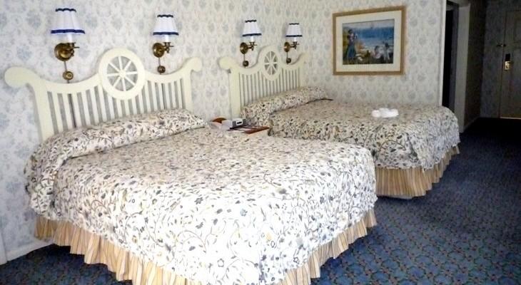 Yacht Club Captain Deck Suite's Guest Bedroom
