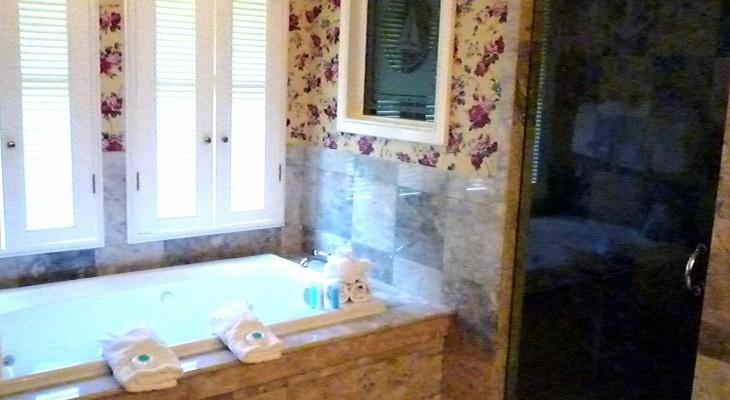 Yacht Club Captain Deck Suite's master bath