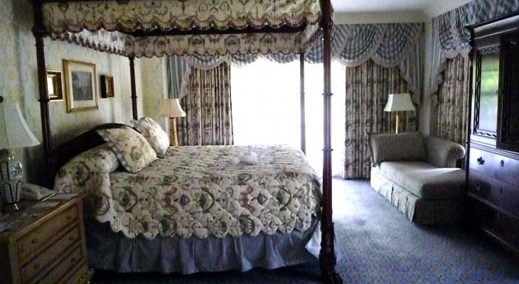 Yacht Club Captain's Deck Suite master bedroom