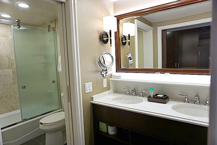 Standard Guest Room bath