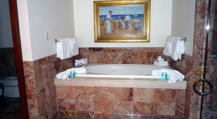 Yacht Club's Presidential Suite's Master Bath