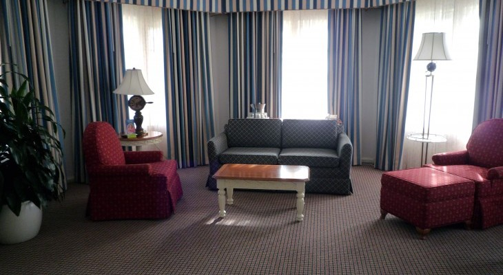 Yacht Club's Two-bedroom Suite master bedroom sitting area